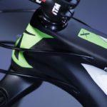 Bicicleta mountain bike Audax Auge 30 Carbon com destaque para o headtube ou caixa de direção.