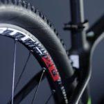 Detalhe da roda da Audax Bike Auge 30 Carbon