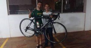 Danilo Terra recupera bike roubada após denúncia anônima.
