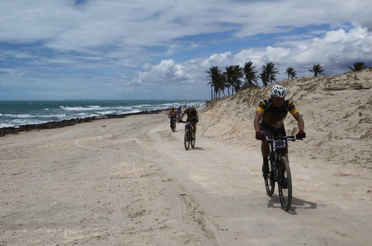 Trecho de praia do MTB Racing Aracati