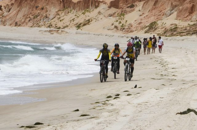 Praia e Falésias do MTB Racing Aracati