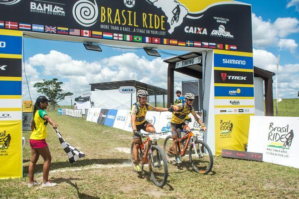 Brasil-Ride-2016 - Alexey Medvedev puxa o pelotão dianteiro (Sportograf / Brasil Ride)