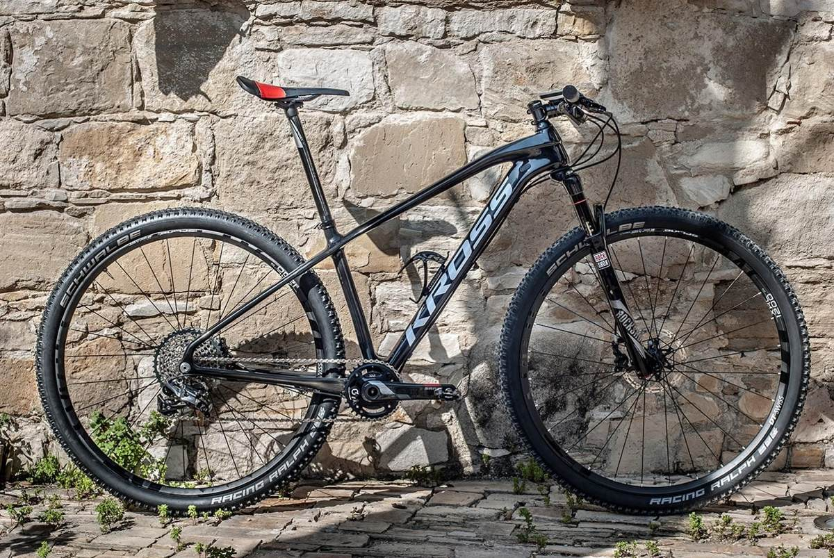 MTB Kross Level B+ aro 29 com quadro de carbono