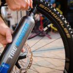 Tire Booster da Schwalbe dá uma ajuda para instalar kit tubeless
