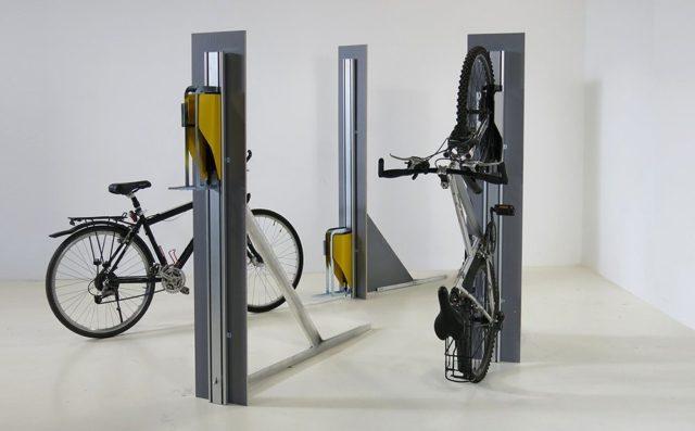 Acessório promete economizar espaço na hora de guardar bicicleta