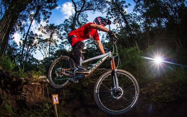 Lucas Borba é vice-campeão da Copa América de Downhill 4X