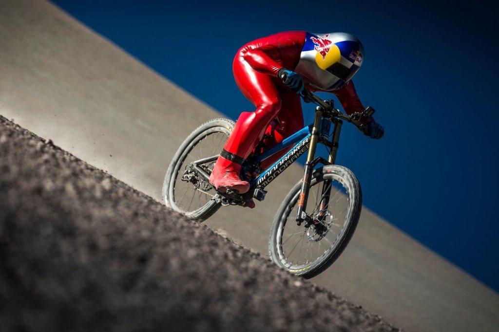 Ciclista bate recorde de velocidade sobre Mountain Bike