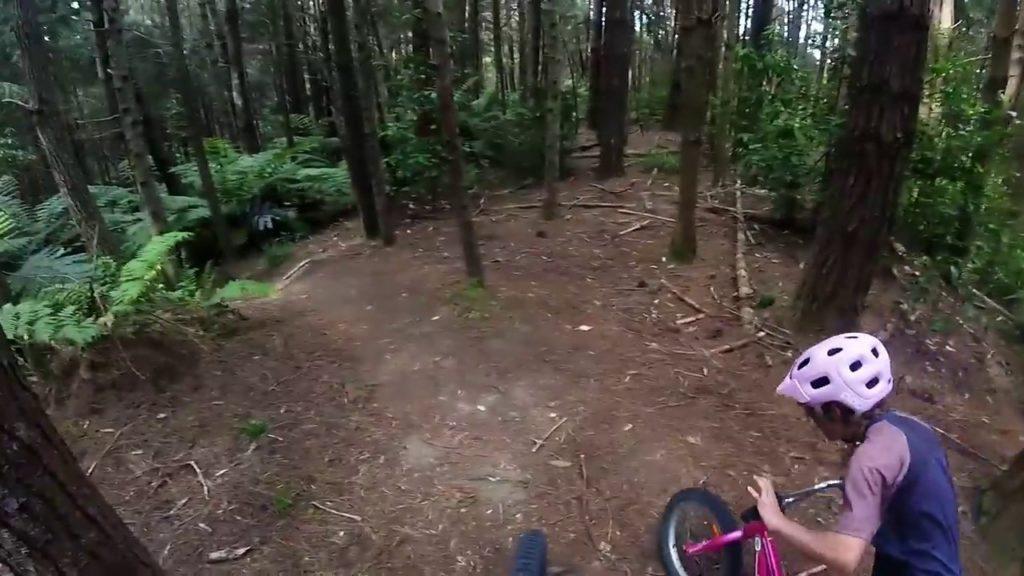 Garoto de apenas 10 anos arrebenta no Mountain Bike