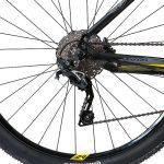Detalhes da roda e câmbio traseiro da Caloi Blackburn
