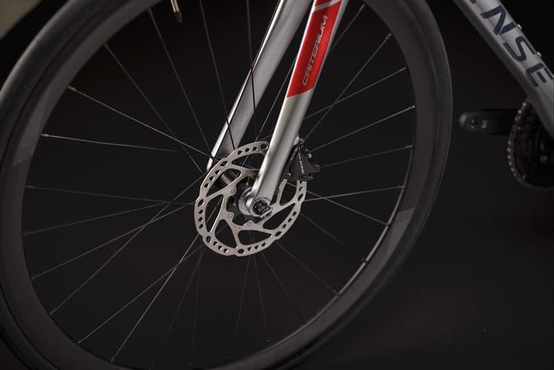 Detalhe do garfo da Sense Criterium Factory - Reprodução Sense Bikes